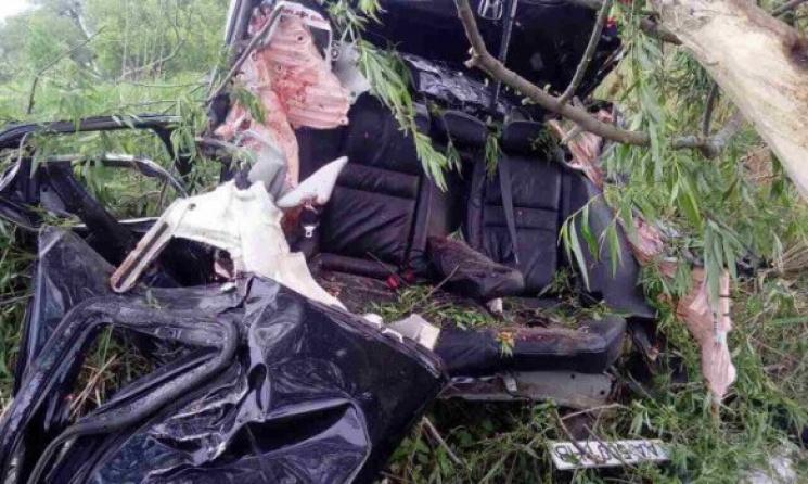 НаКиевщине случилось смертельное ДТП: погибли три человека, кадры