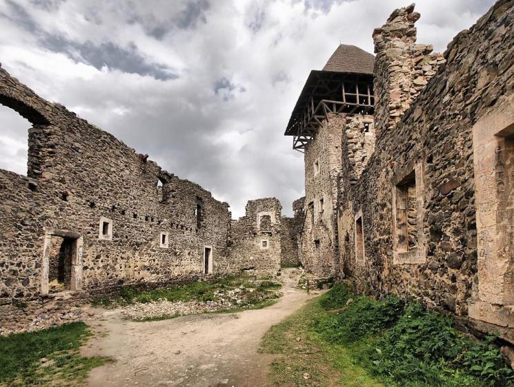 Закарпатські замки закадрували за допомогою дронів: неймовірне відео