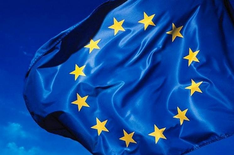 Відсвяткували безвіз. Прапор ЄС підняли нанайвищому вУкраїні флагштоці