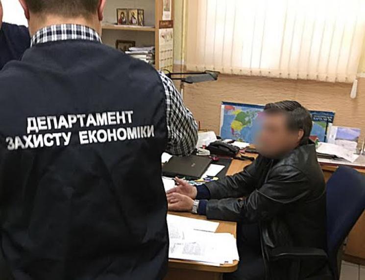 На Одещині директора філії держпідприємства схопили на хабарі в 6,5 тисяч гривень