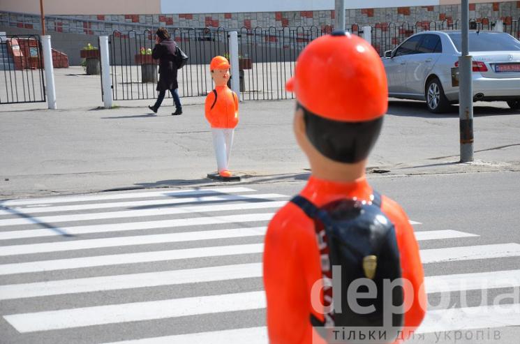 """Вінницього """"оранжевого хлопчика"""" хулігани зробили """"чоловіком"""""""