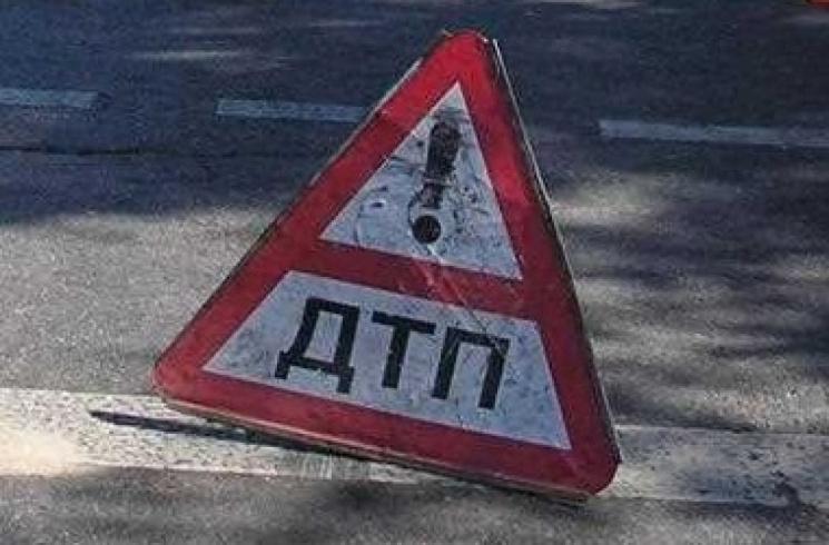 УХмельницькому дівчина натротуарі потрапила під колеса автівки