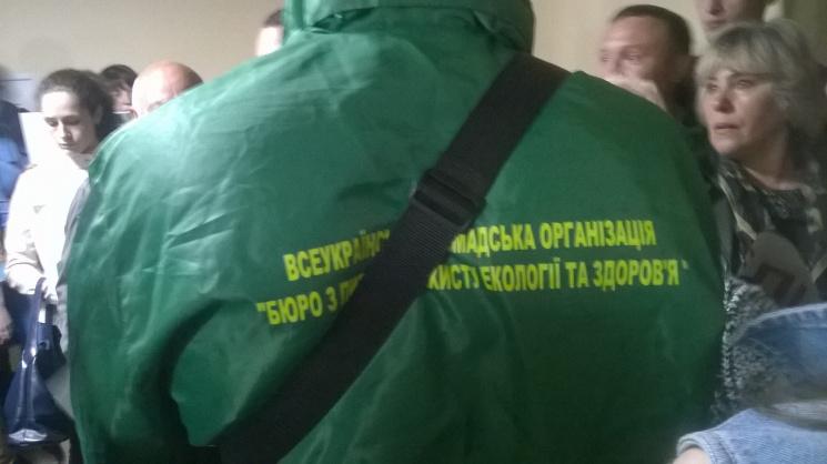 Бійка уКиївраді - 60 осіб прорвалися вбудівлю