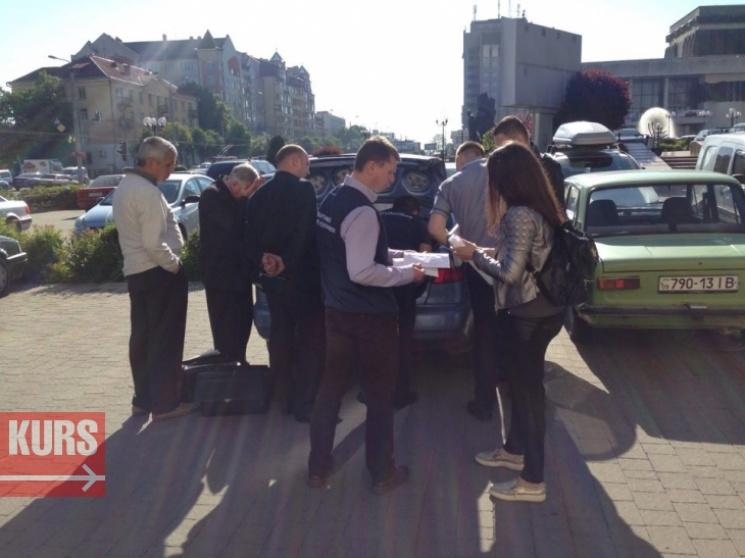 В Івано-Франківську затримали нахабарі чиновника увишиванці