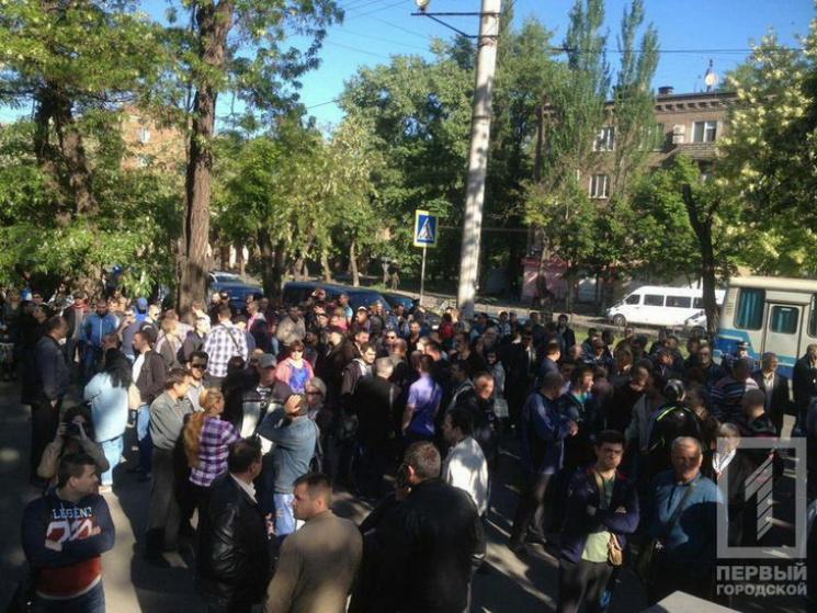 """У Кривому Розі працівники """"АрселорМіттал"""" вийшли на мітинг"""