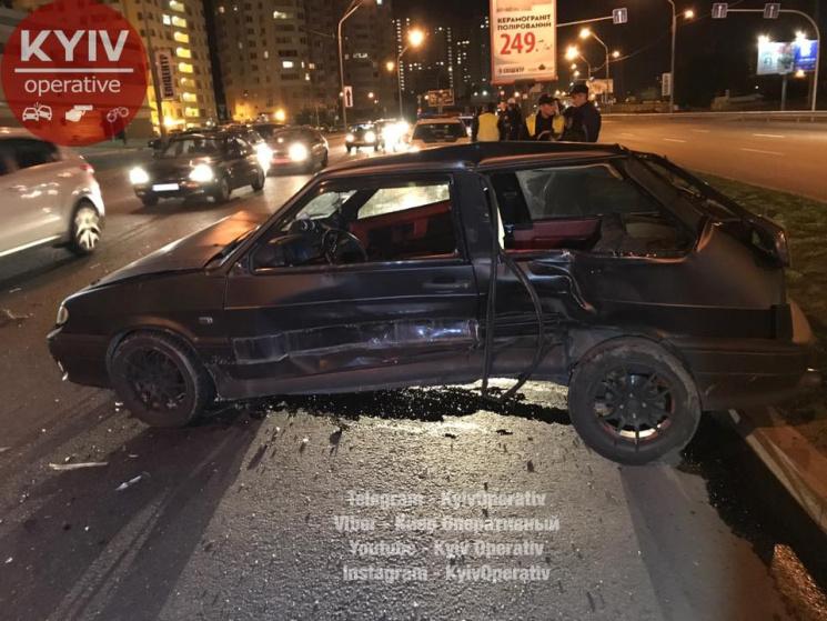 ВКиеве вмасштабном ДТП разбились 5  авто