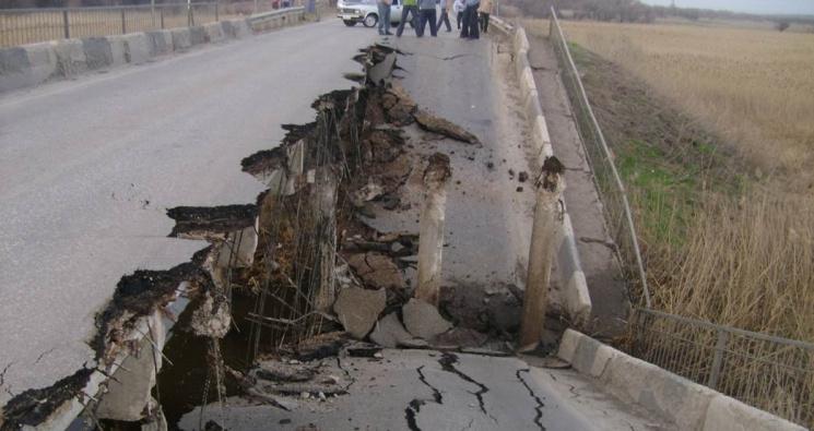 Під Харковом обрушився міст через Сіверський Донець