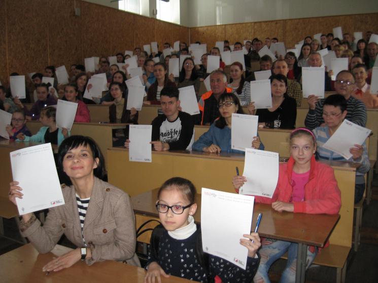 У Кропивницькому понад 100 жителів містa написали диктaнт польською мовою