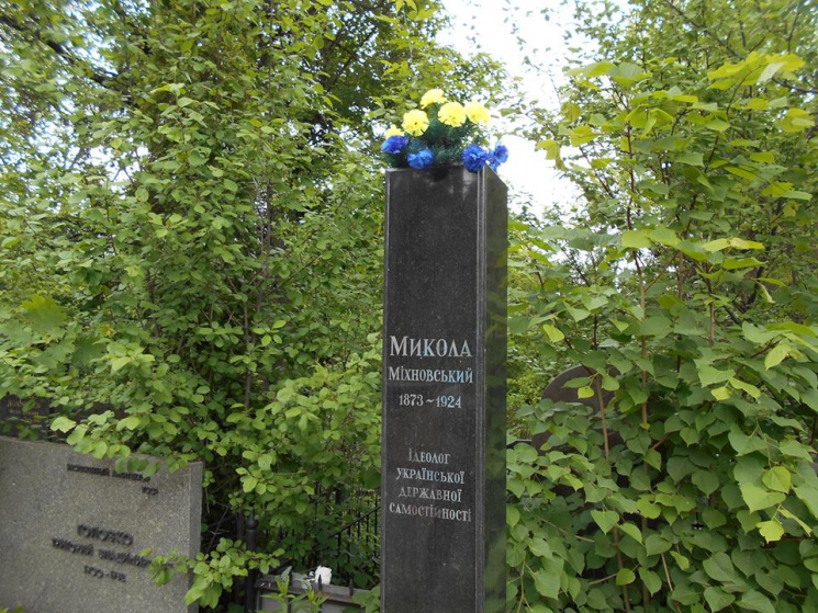 Змогили ідеолога українського націоналізму Міхновського наБайковому кладовищі вкрали погруддя