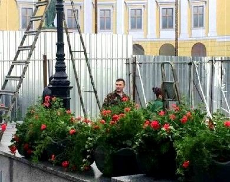 Оновлені одеські Потьомкінські сходи прикрасили чашами з квітами