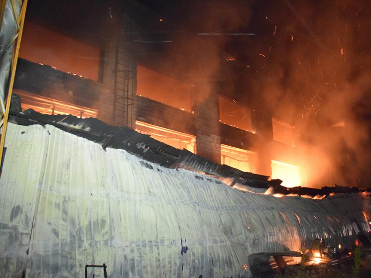 Вантажівки горіли натериторії підприємства уМиколаєві