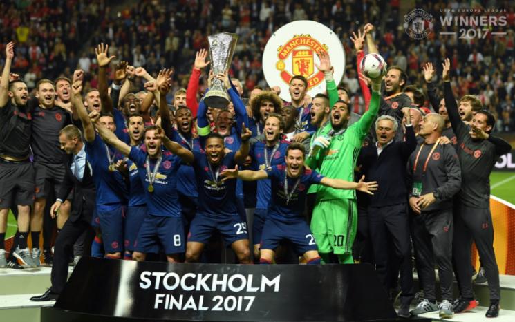 Опыт «Манчестера Юнайтед» взял верх над молодостью «Аякса»