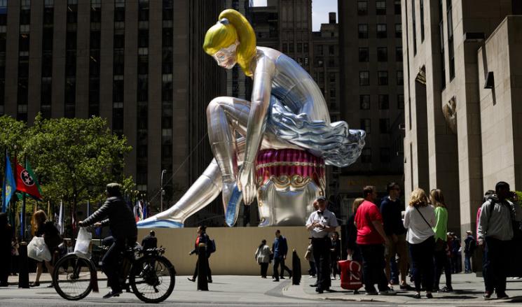 Втворении популярного Джеффа Кунса увидели плагиат работы украинского скульптора