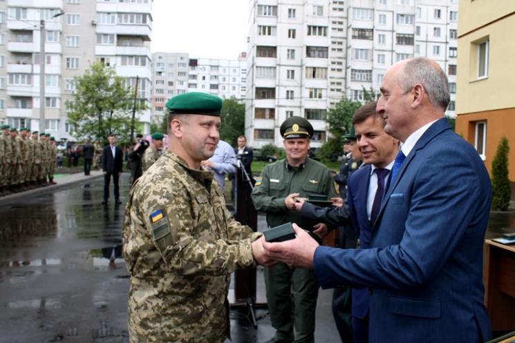 Житомирським прикордонникам вручили ключі від квартир