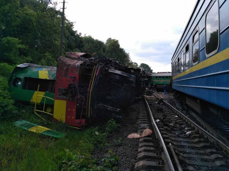 НаХмельниччині зіткнулися два потяги: шестеро осіб травмовані