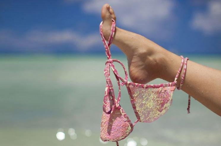 Підглядування в пляжних роздягальняг фото 99-160