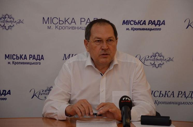 Мер Кропивницького закликав залучити безробітних до прибирання біля меморіалів