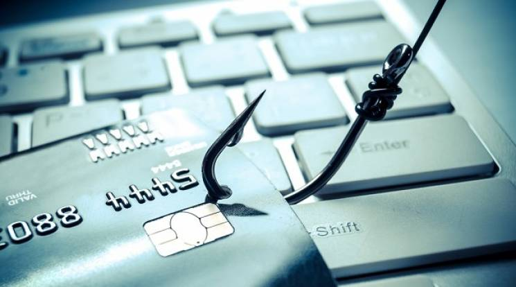 Чернігівські поліцейські викрили спритника, який торгував закритою інформацією в Інтернеті