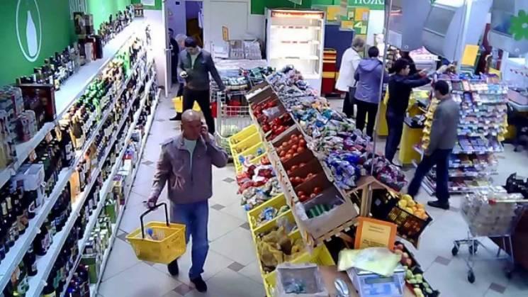 У Чернігові чоловік збирався вкрасти продукти з супермаркету