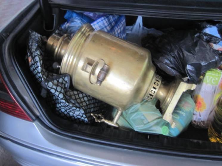 Білорус намагався незаконно вивезти з України сторічний самовар (ФОТО)
