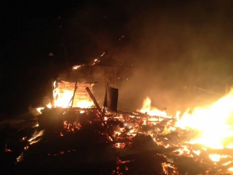 На Сумщині через несправність електропроводки спалахнули дві будівлі (ФОТО)