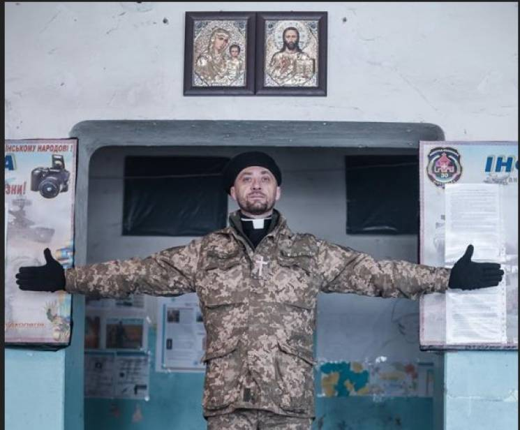 """Історія фото: Був """"московським"""" священиком, а став Падре"""