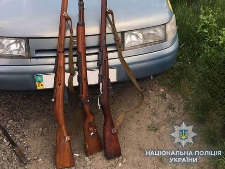 """На Сумщині троє чоловіків влаштували """"флешмоб""""-стрілянину у сільському парку"""
