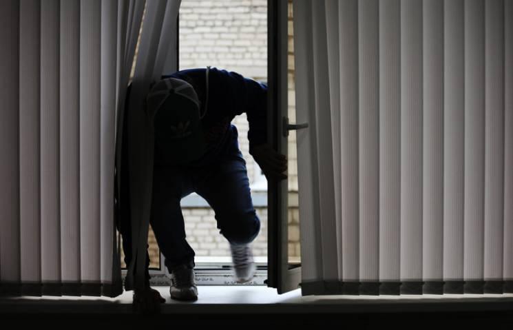 Серійний квартирний злодій з Буковини попався на Тернопільщині (ВІДЕО)