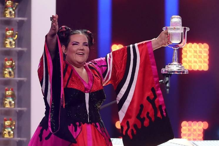 Євробачення 2018: переможниці вручили другий кришталевий мікрофон (ВІДЕО)