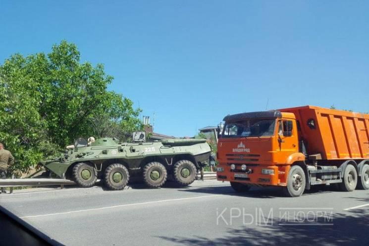 У Криму сталася аварія за участю БТРів окупантів