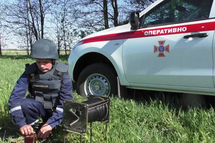 На Чернігівщині піротехніки знешкодили два артилерійських снаряда