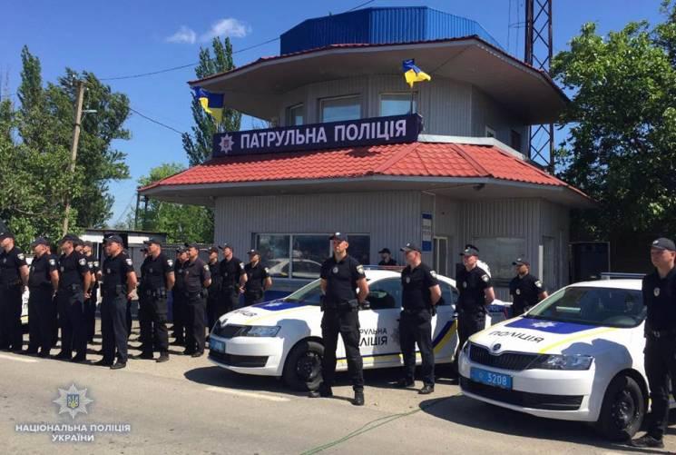 Нові кримські копи заступили на чергування на адмінмежі (ФОТО)