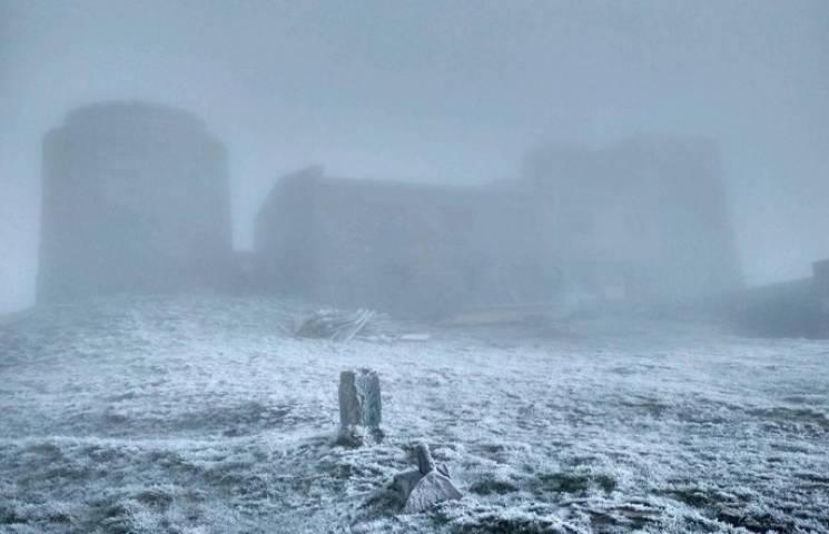 На вершини Карпат повернулась зима (ФОТО)