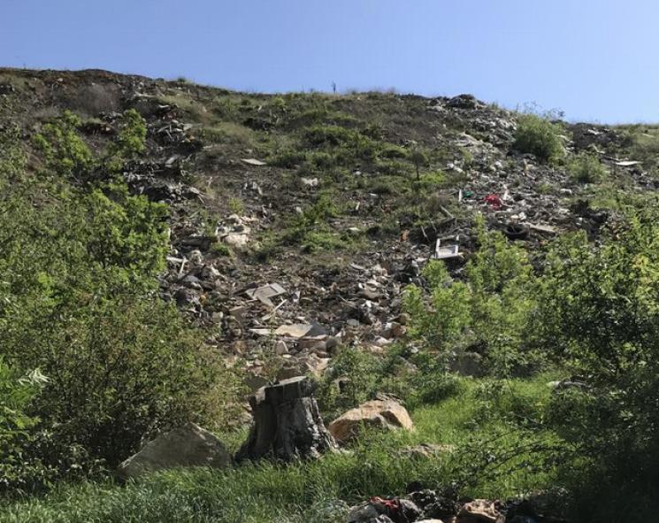 """Сміттєва """"міна"""" від окупантів: Гори над Ялтою перетворили на зону екологічного лиха"""