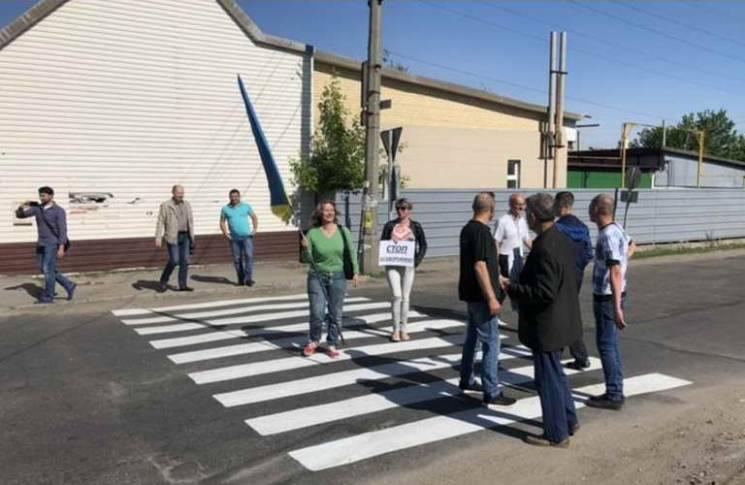 На Запоріжжі жителі двох районів блокували рух, вимагаючи ремонту доріг (ФОТО)