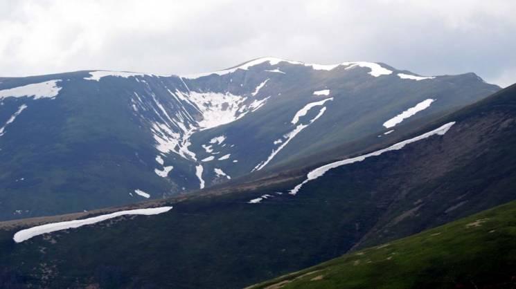 Як на високогірних карпатських полонинах змішуються сезони (ФОТО)