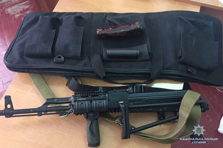 На Тернопільщині в чоловіка вилучили нелегальну зброю (ФОТО)