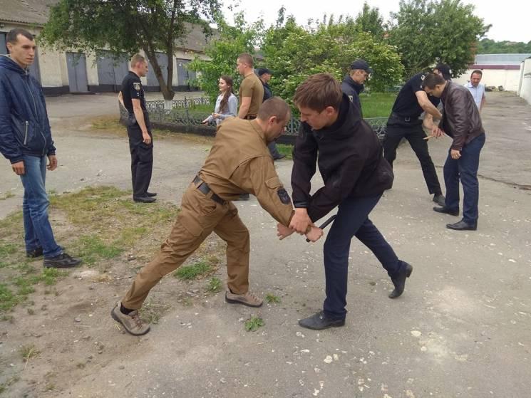 Як городоцьких копів вчили самозахисту (ФОТО)