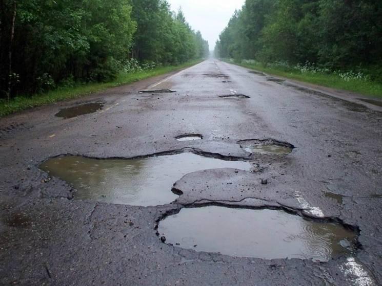 Закарпатські дороги відлякують туристів у сезон (ВІДЕО)
