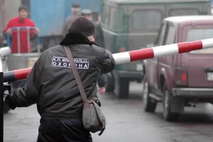 АМКУ оштрафував комунальних охоронців Кернеса