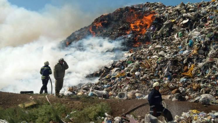 """Як чиновники намагаються """"паперами"""" загасити сміттєвий полігон у передмісті Дніпра"""