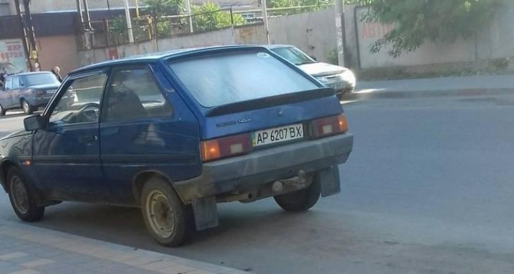 """У Мелітополі """"автохам"""" припаркувався на зупинці громадського транспорту (ФОТО)"""