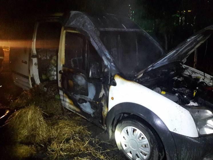 На Закарпатті рятувальники двічі гасили палаючі автівки (ФОТО)