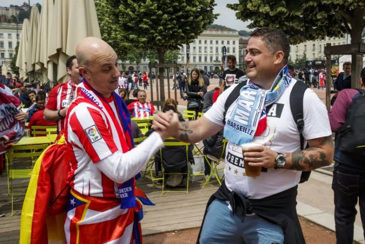 Фото з трофеєм, поліція та фанати. Чим живе Ліон у день фіналу Ліги Європи (ФОТО)
