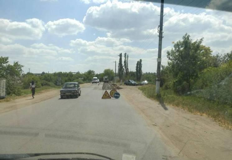 На автошляху, де запорізькі активісти простестували проти бездоріжжя, почали ремонт (ФОТО)