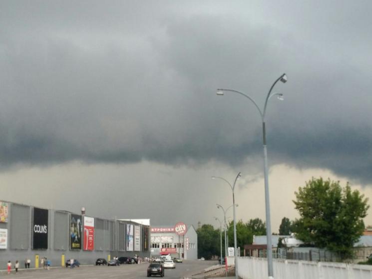 На Полтавщину і Черкащину сунуть сильні дощі та грози