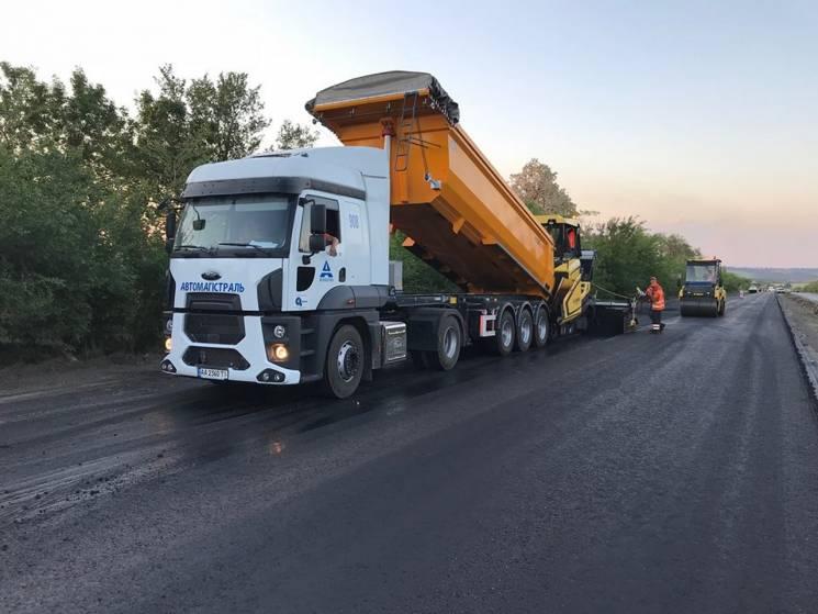 На Дніпропетровщині продовжують ремонтувати ще одну ділянку траси на Запоріжжя