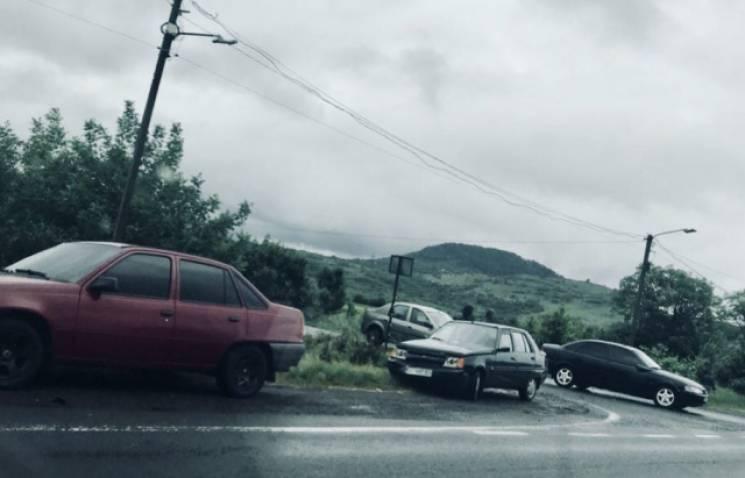 """На трасі """"Київ - Чоп"""" біля Мукачева сталася аварія (ФОТО)"""