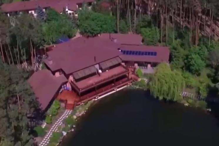 Відео дня: Розкішний маєток Симоненка і незвичайна опера у Києві