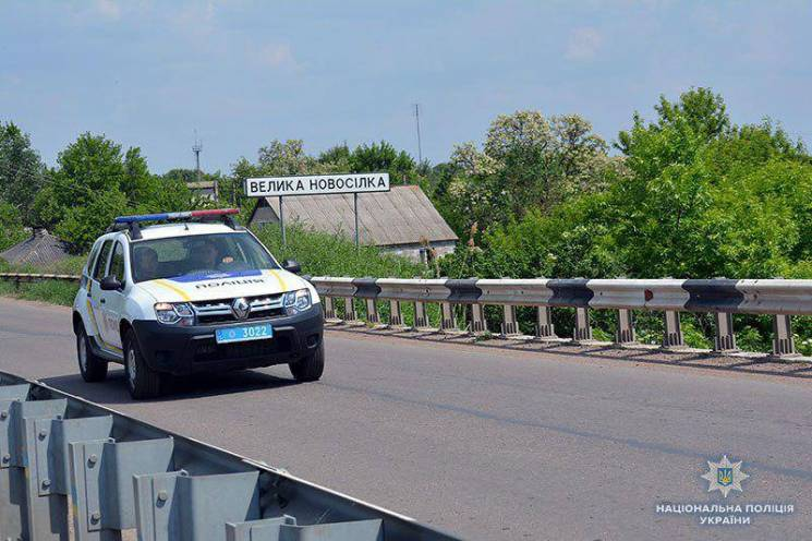 На Донеччині поліцейський врятував хлопця, що стрибнув з моста і завис над прірвою (ФОТО)